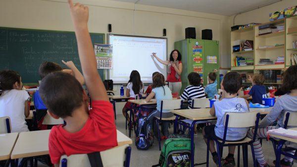 A Educación le faltan profesores  de Valenciano y Matemáticas