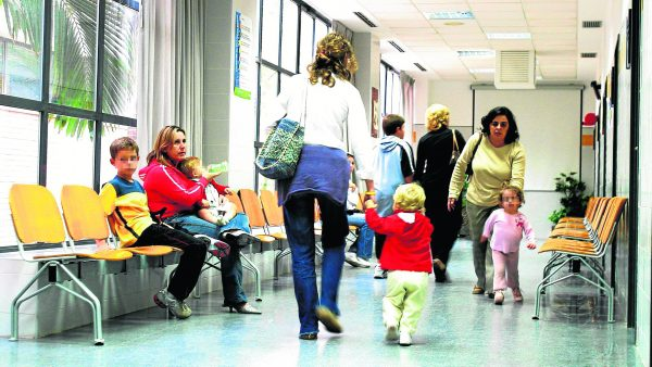 Los pediatras alicantinos son los que menos tiempo tienen por consulta