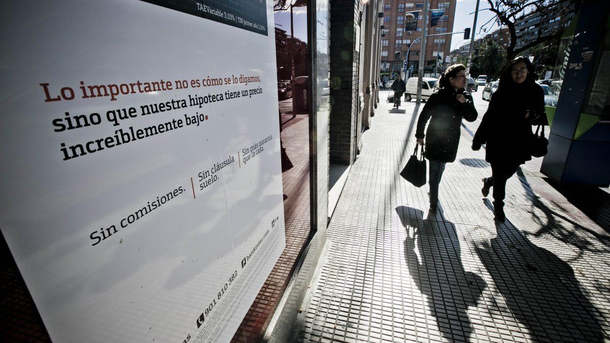 Los alicantinos reducen en 15.000 millones en diez años su deuda con la banca