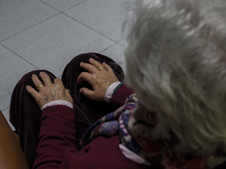 Una usuaria en un centro de alzhéimer de la provincia