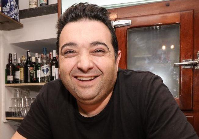 Rolando Pérez, en su bar de Quatretondeta.
