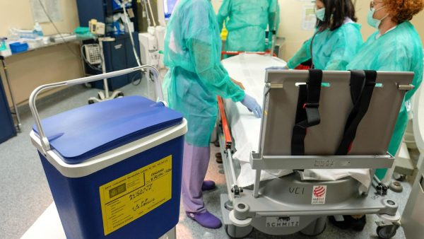 La caída de los accidentes de tráfico y las nuevas técnicas elevan a 60 años la edad media de los donantes de órganos